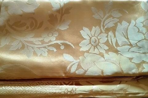 Beautiful yellow silk quilt, which also serves the tablecloth. - Silk