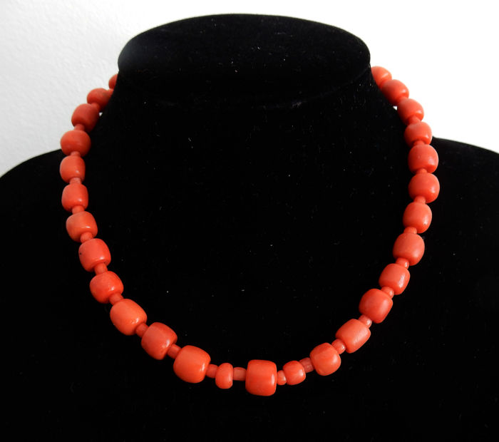 14 kt. Gold - Necklace made of blood corals 4-10 mm