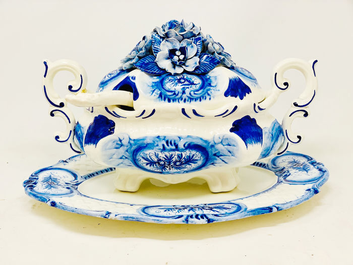 Hernández - Manises - Tureen Service with Source - Ceramic