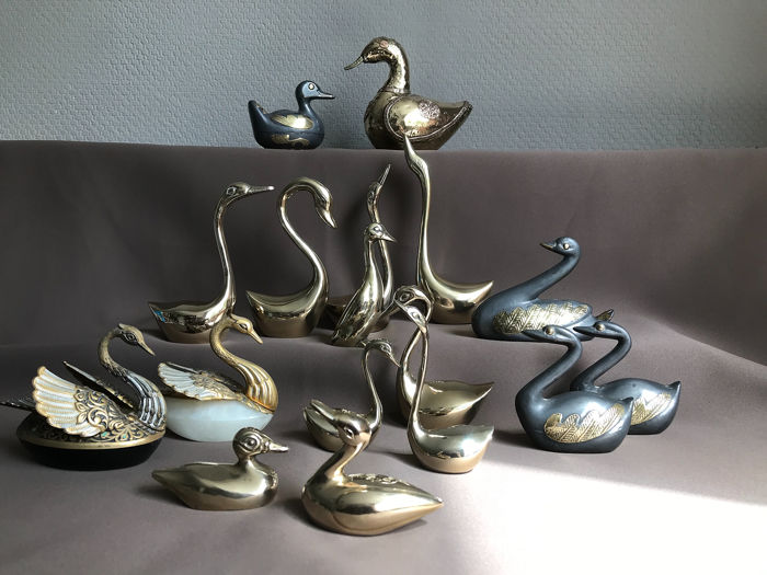 beautiful brass swans and ducks. 17 pieces. - Brass, Pewter/Tin