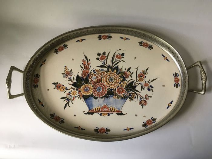 Oval serving tray with motif: hand-painted flower basket - Pottery and tin