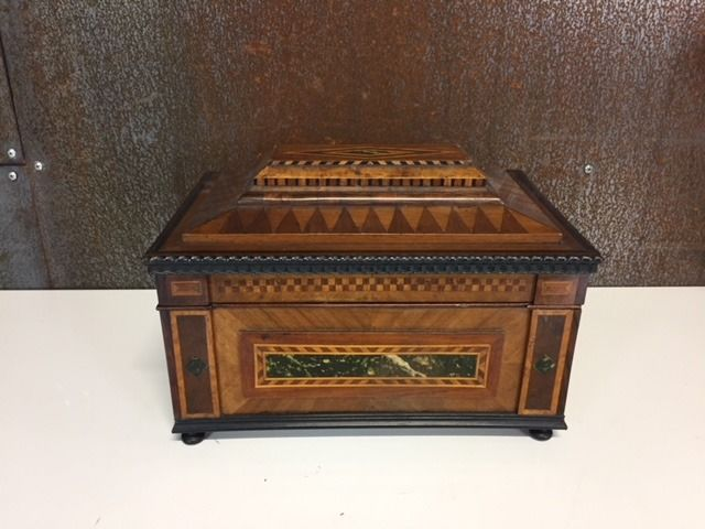 Wooden box inlaid (1) - Wood - Early 20th century