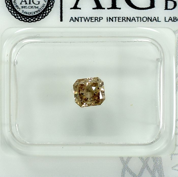 Diamant - 0.54 ct - Radiant - Natural Fancy Light Orangy Brown - SI2