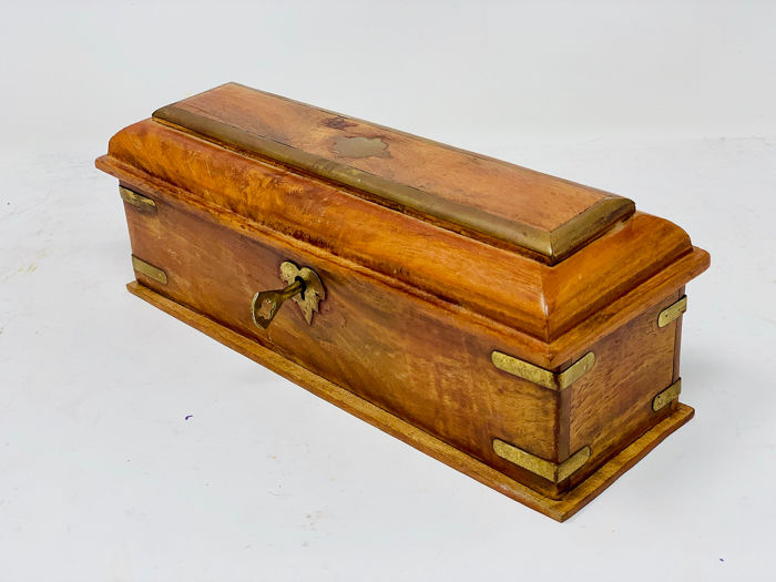 Jewelery box with key - Wood and brass