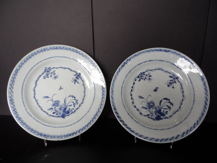 Borden (2) - Blauw en wit - Porselein - China - Qianlong (1736-1795)