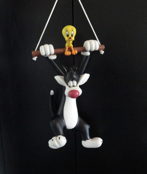 - WB - Looney Tunes - Tweety and Sylvester hanging at the trapeze Statue