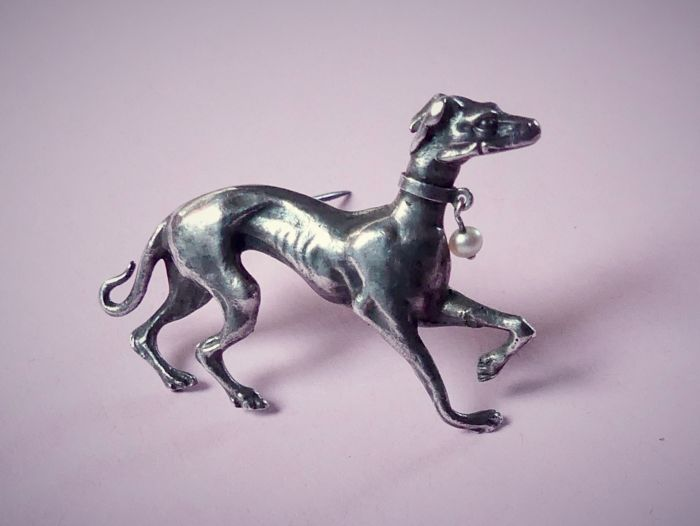 Antique 3D realistic figural greyhound  - 925 Silver - Brooch Pearl