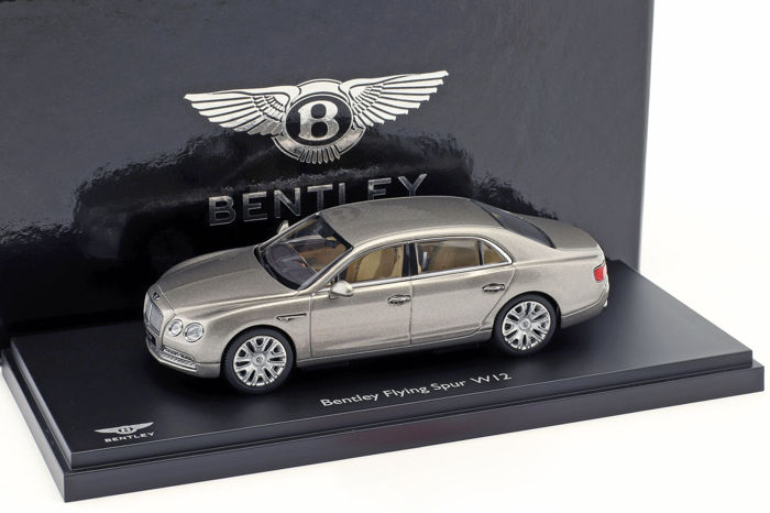 Kyosho - 1:43 - Bentley Flying Spur W12 - Pearl Silver