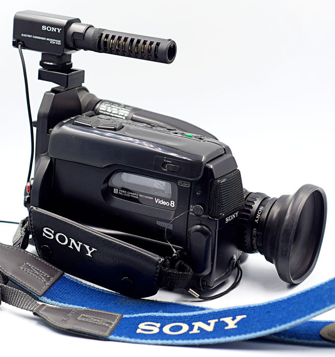 Sony CCD-TR45E - VIDEO 8 Handycam - Lens, Batterys, Tapes