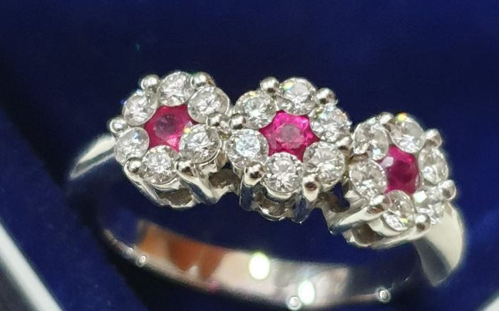 18 kt. Gold, White gold - Ring Diamond - Rubys