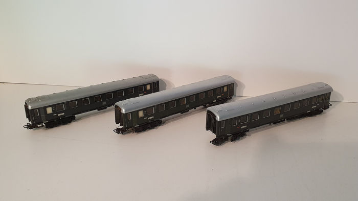 Märklin H0 - 4037 - Passenger carriage - Three passenger cars of the - DB
