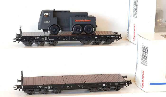 Märklin H0 - 4866/4867 - Freight carriage - Two heavy-duty cars, one with a heavy truck - DB