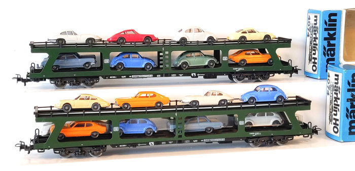 Märklin H0 - 4074 - Freight carriage - Two car transporters, each loaded with 8 cars - DB