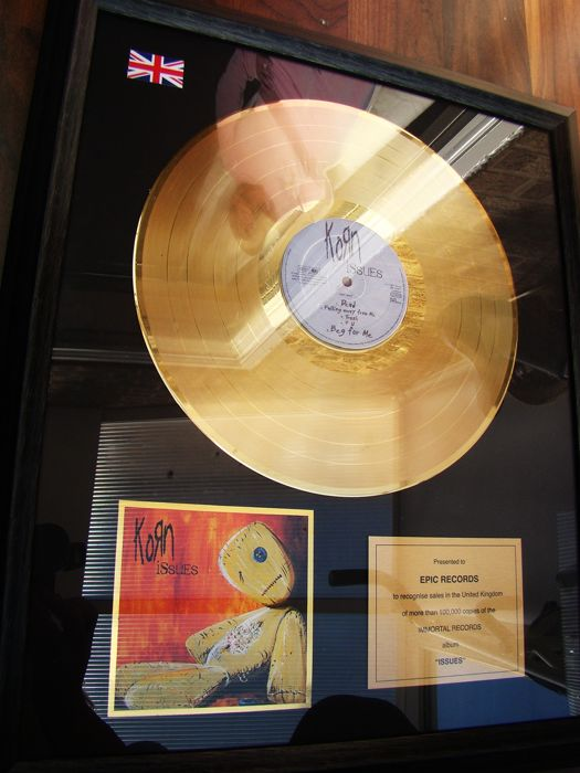 "Korn - ""Issues"" Gold 100,000 rare sales award - Official award - 1999/2000"