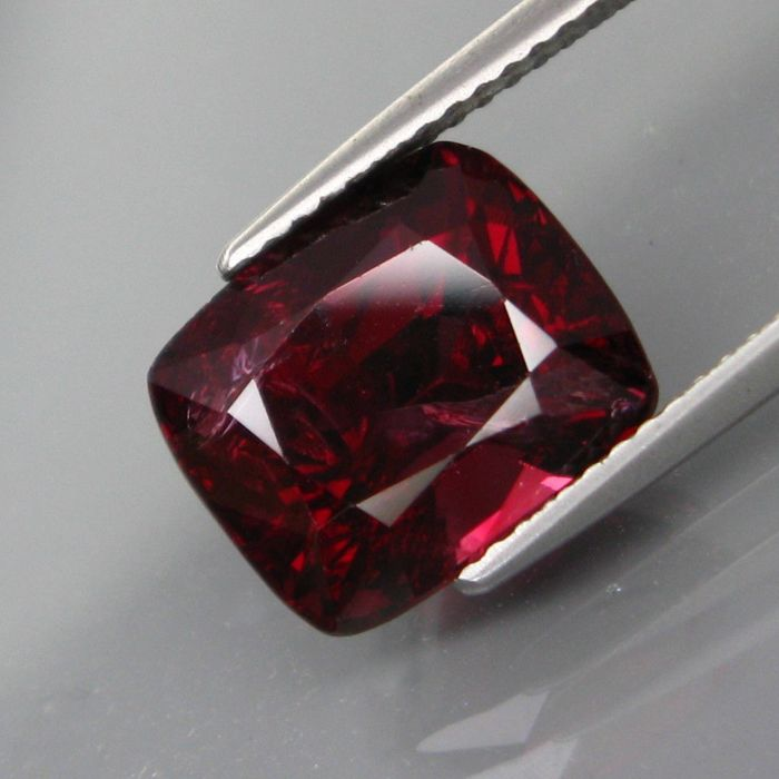 Diep roodachtig paars Spinel - 6.74 ct