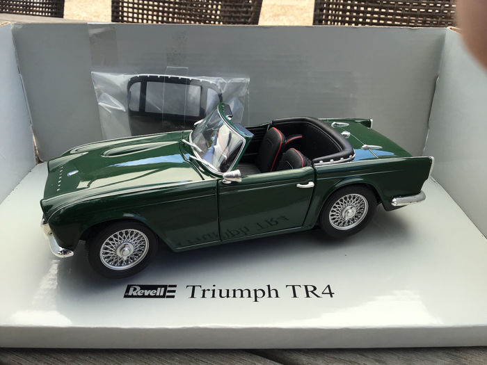 Revell - 1:18 - Triumph TR4 - 1963/65 - Racing Green with Hardtop - Very  hard to find! (14 y old model) - Catawiki