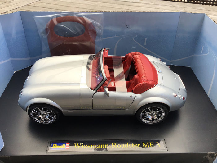 Revell - 1:18 - Wiesmann Roadster MF3 - 2003 - Silver with hardtop