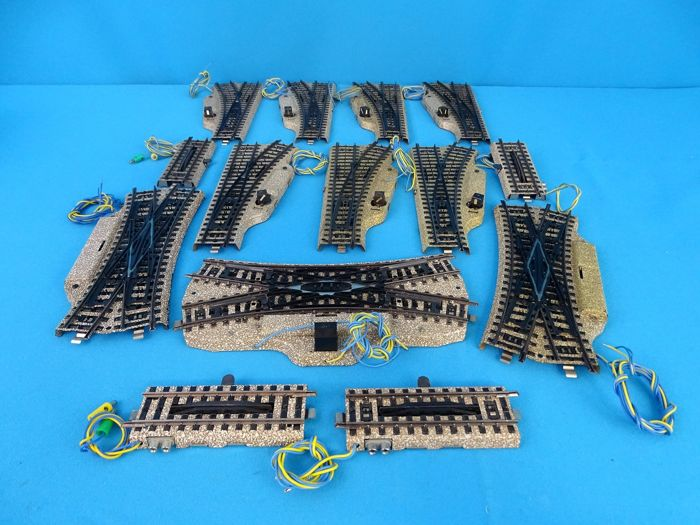 Märklin H0 - Tracks - Lot with electric crossovers, switches and M-Rail release rails