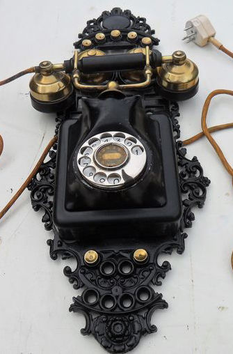 Ericsson 27103ARB - A decorative wall phone - Bakelite, Brass, Iron (cast/wrought)