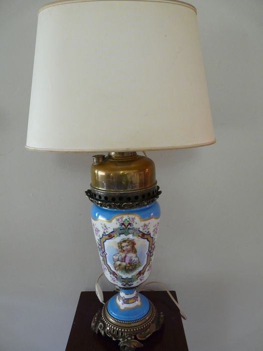 Lamp (1) - Porcelain