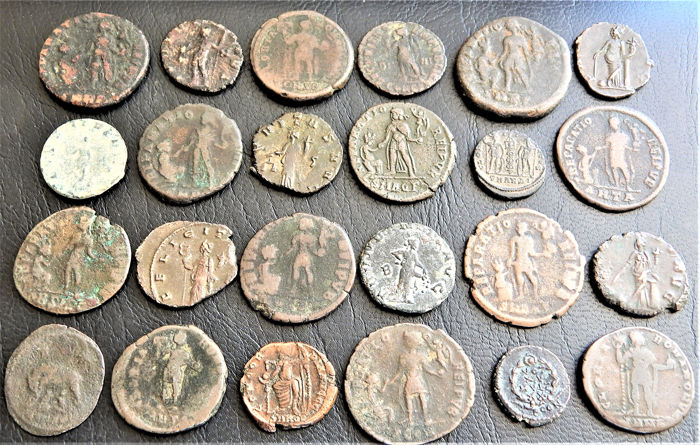 Romeins keizer - Lot of 24 Bronze coins - AE14/24mm