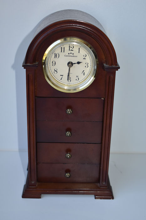 Jewelry cabinet with clock (1) - Wood- Cherry