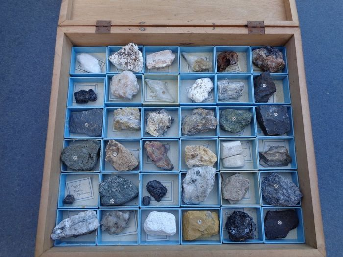 Rock & Mineral Collection - 8×38×34 cm - 5 kg - (1)