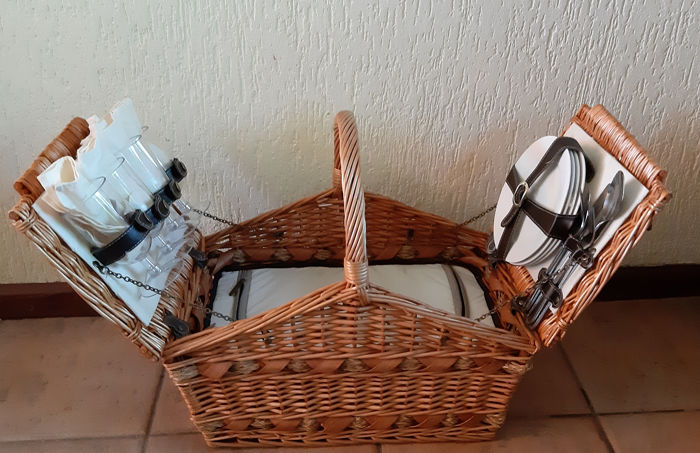 Picnic Basket with Thermal box - reed pottery