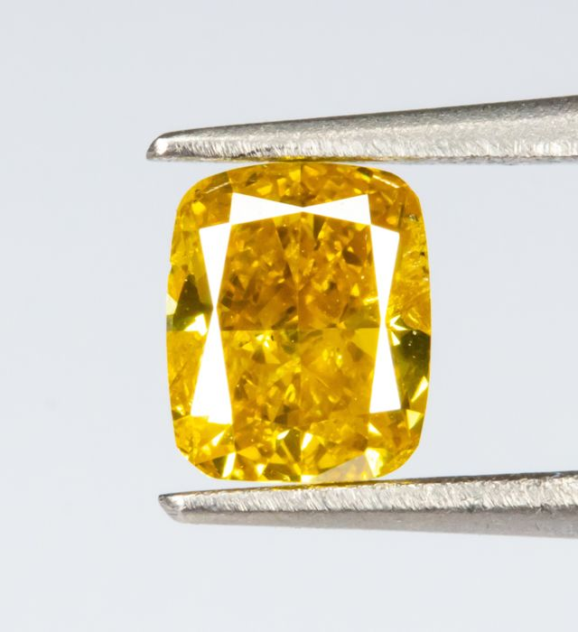 Diamante - 0.33 ct - Natural Fancy INTENSE Giallo - SI2  *NO RESERVE*
