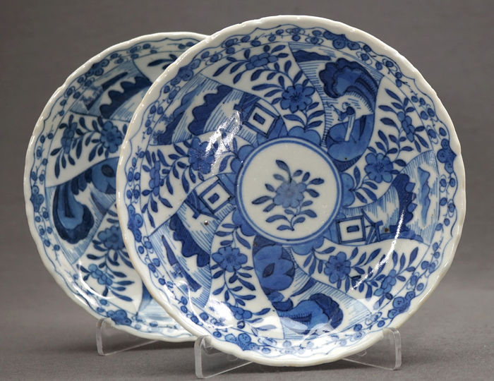 Schotels (2) - Porselein - A pair of Anhua saucers - Scholar in landscape - Rare mark!  - China - 19e eeuw
