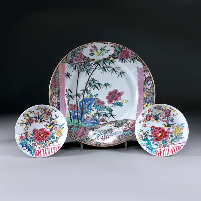 Bord, Schotel (3) - Familie rose - Porselein - Pioenroos, Vogel - China - Yongzheng (1723-1735)