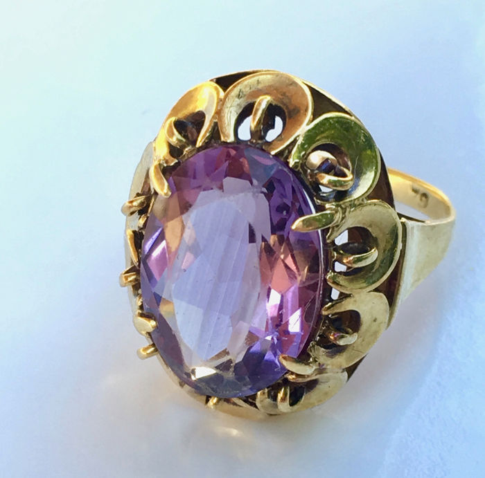 14 kt. Yellow gold - ca. 1950 Beautiful pierced Cocktail Ring, Ring - 4.45 ct oval cut transparent large Amethyst