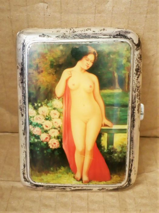 Cigarette case with enameled paint. - Silver - not known - Early 20th century