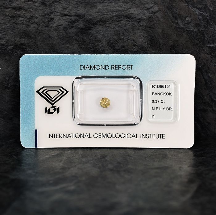 Diamant - 0.37 ct - Briljant - Natural Fancy Light Yellowish Brown - I1 - NO RESERVE PRICE
