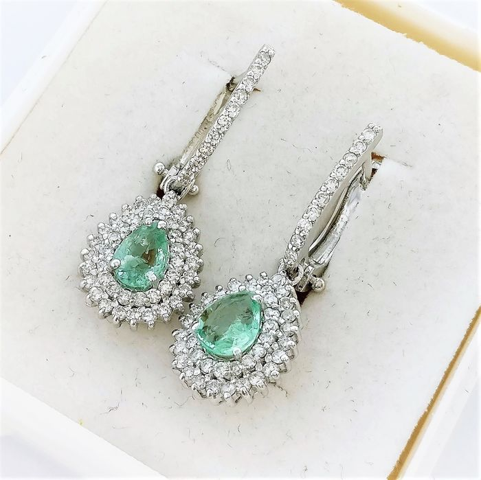 18 kt. White gold - Earrings - 0.84 ct Emerald - Diamonds
