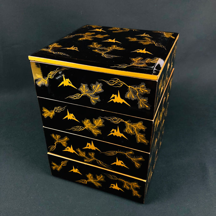 Box - Lacquered wood - Jubako with makie design of pine and paper cranes - Japan - First half 20th century