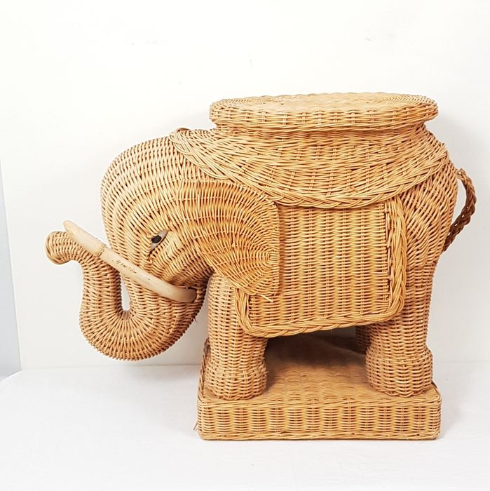Vintage rattan elephant plant table / side table - Wood