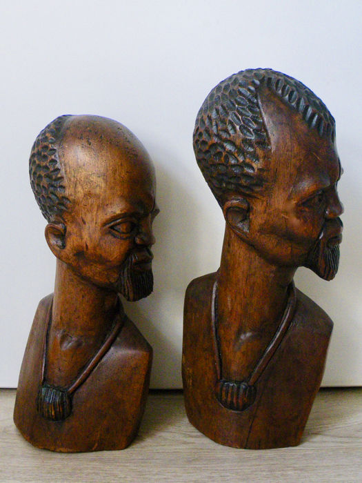 2 Beautiful antique African Busts - Wood