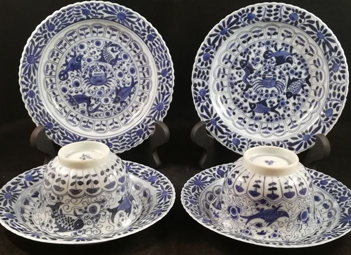 Tea cups and saucers (6) - Blue and white - Porcelain - Fish, Flowers - China - Kangxi (1662-1722)