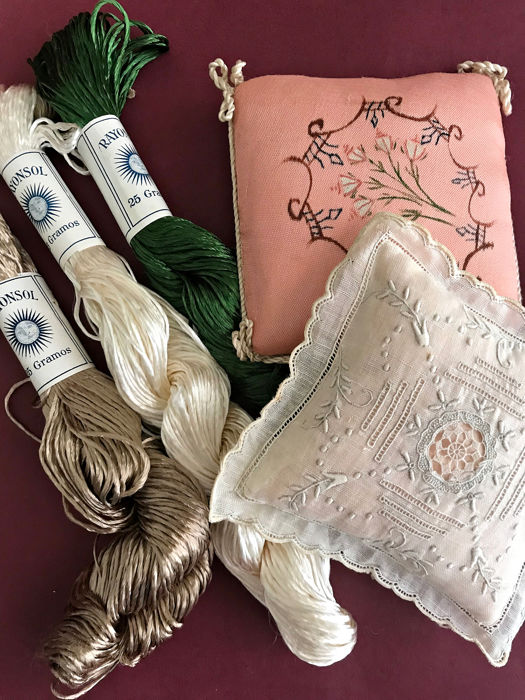 Lot of two handmade hand-held and several hanks of silk thread. - Perfect state. Without use.