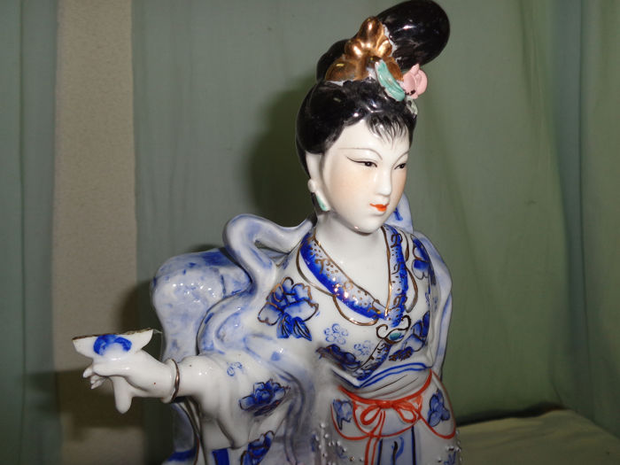 Lady Figurine - Ceramic - China - mid 20th century