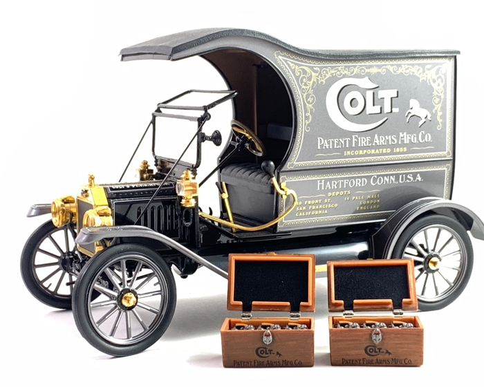 "Franklin Mint - Franklin Mint Ford Model T ""Colt Edition""  - In good condition with 24 carat gold platetd Parts in scale 1:16 (big)"