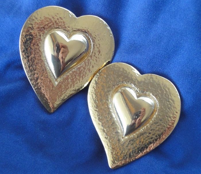 Yves Saint Laurent - Heart shaped gold plated Large Clip-on Brincos