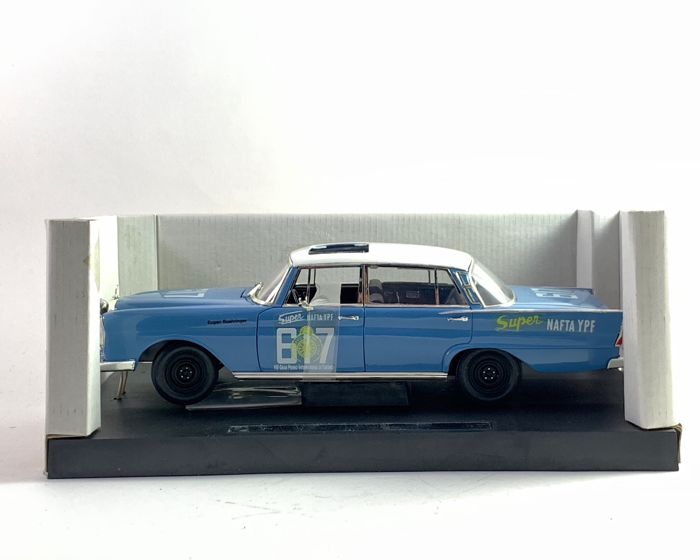 Revell - 1:18 - Mercedes Benz 300SE - Fahrer = Böhriger / Kaiser - 23 years old rarity that is still sealed in mint condition - brilliant