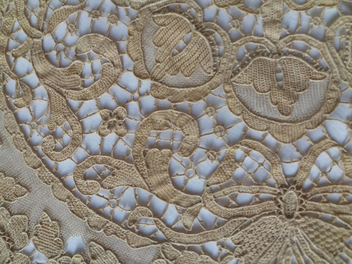AUTHENTIC LACE OF BURANO VENICE center table (1) - 100% linen - 1900
