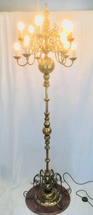 Floor lamp, Superb chandelier on Dutch foot (lamp post) with 12 lights. - 220 cm. - Baroque - Brass, Copper
