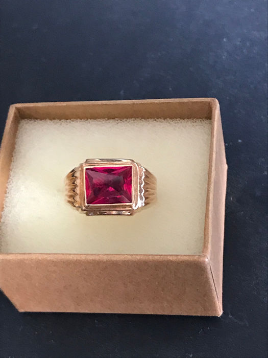 19,2 kt. Yellow gold - Ring - 8.90 ct Ruby