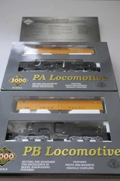 Walthers H0 - 920-40111 A+B - 2x - Diesel locomotive - Proto 2000 Series - PA & PB - Union Pacific Railroad