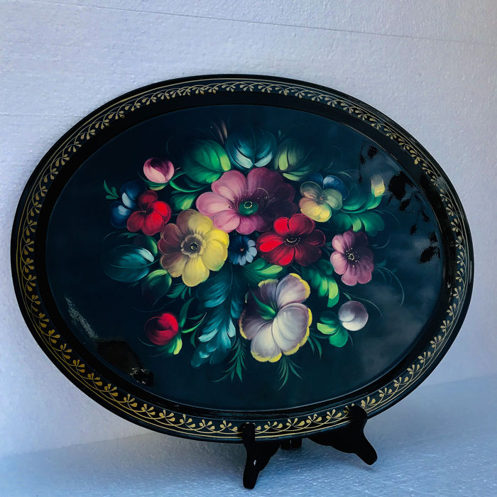 Black lacquered tray with hand-painted floral scene - Iron (cast/wrought)