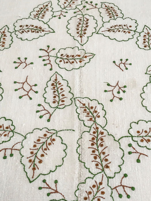 Pure linen quilt woven on loom, large hand embroidered, S. XIX - Pure thread made in loom.